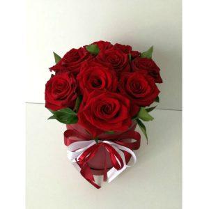 Cilindricna kutija so crveni rozi 2