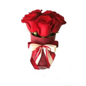 Cilindricna-kutija-so-crveni-rozi-4