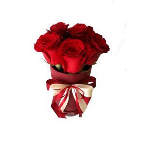 Cilindricna-kutija-so-crveni-rozi-5