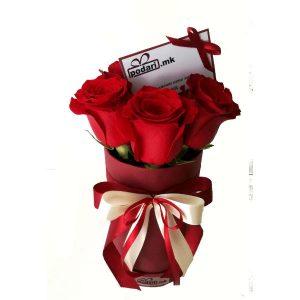 Cilindricna-kutija-so-crveni-rozi-6